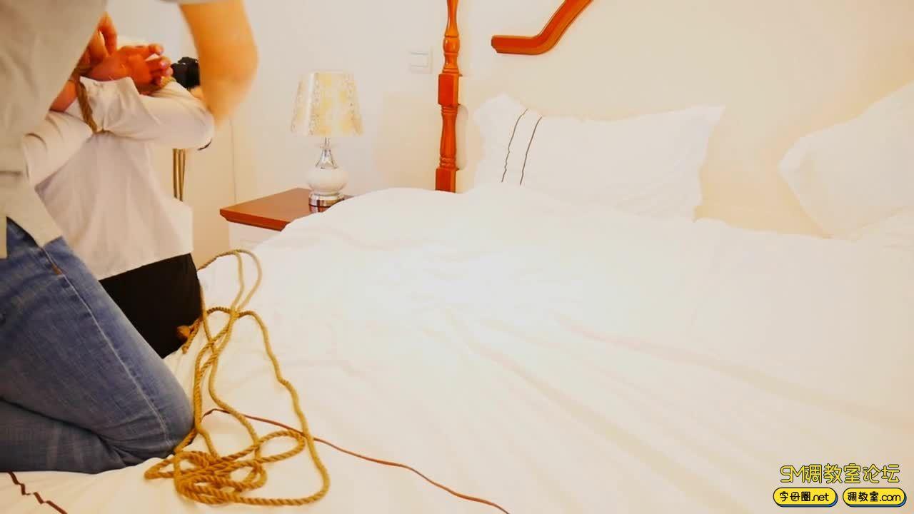 猎美视觉 制服白丝捆绑+漆皮胶衣红绳口球-3.jpg-SM调教所论坛[国产绳艺在线播放专区]