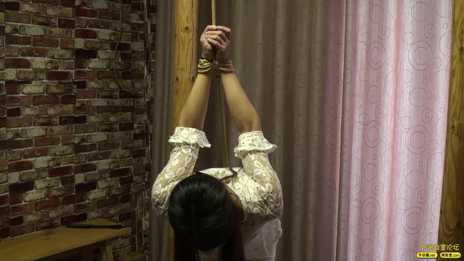 随心原创 紧缚遮拦夫人 装箱 股绳摩擦 固定 单腿吊  杠子-2.jpg-SM调教圈论坛[国产绳艺在线播放专区]