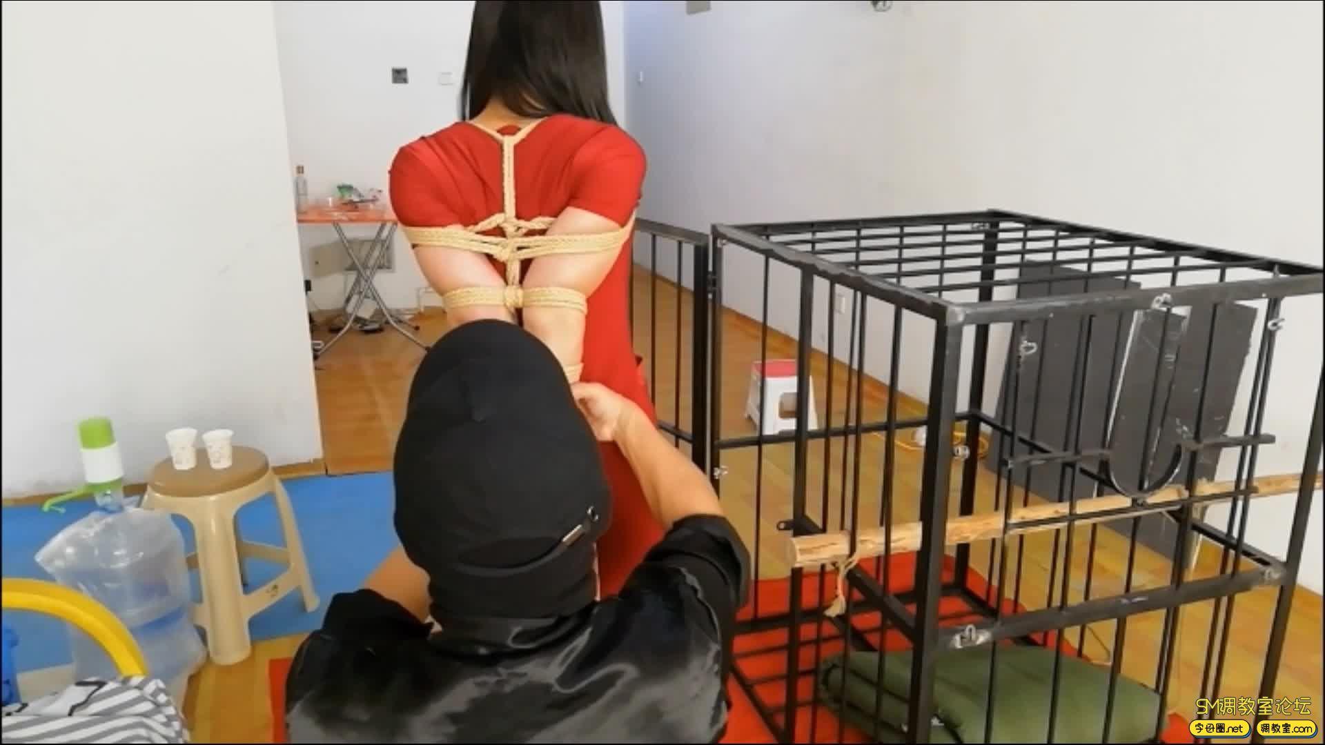 飞天原创 以绳会友,奴性十足的M体验残酷的笼子直臂跪立吊缚-视频截图3