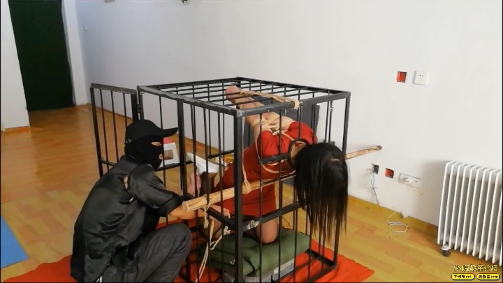 飞天原创 以绳会友,奴性十足的M体验残酷的笼子直臂跪立吊缚-视频截图5