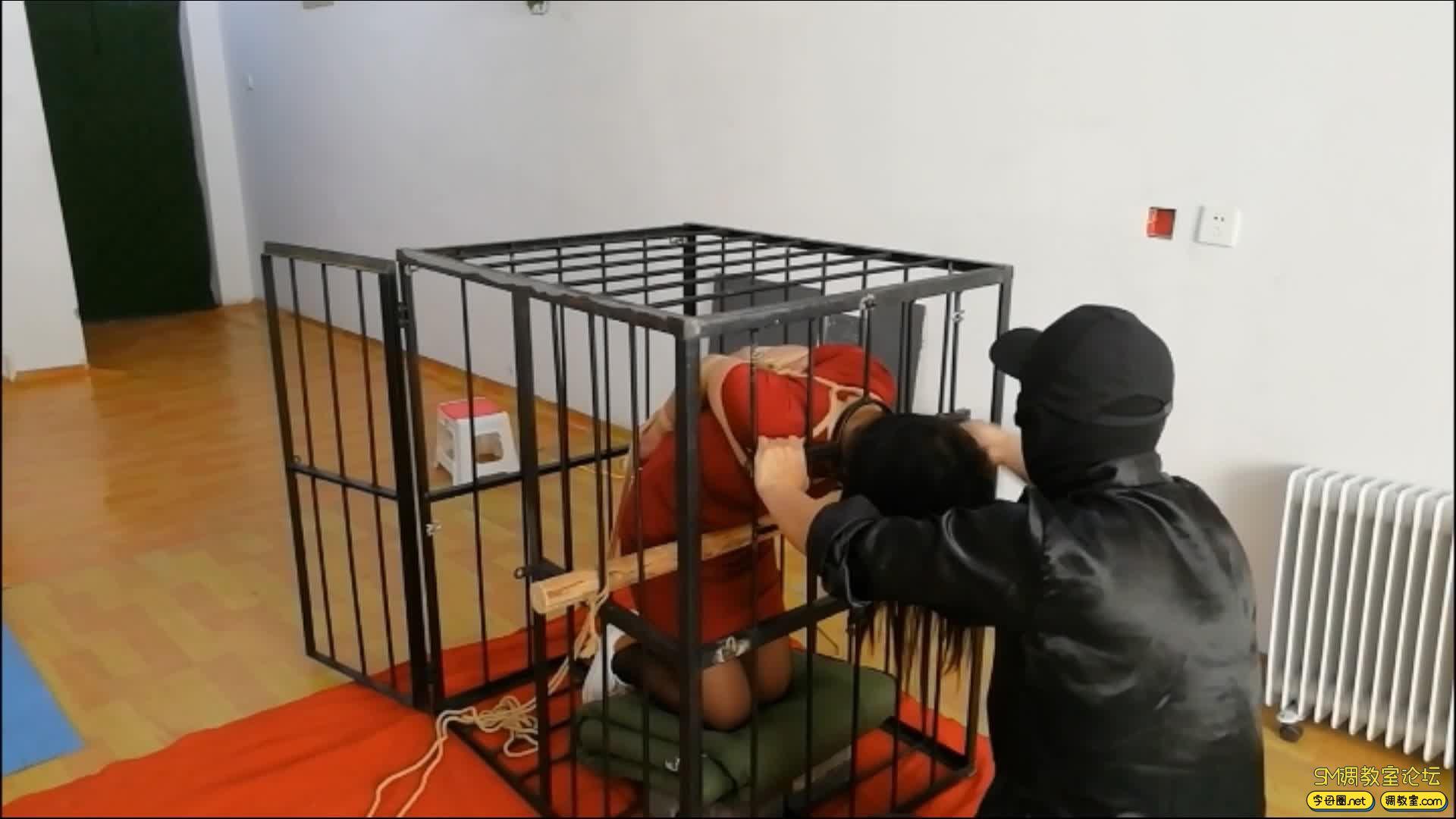 飞天原创 以绳会友,奴性十足的M体验残酷的笼子直臂跪立吊缚-视频截图4
