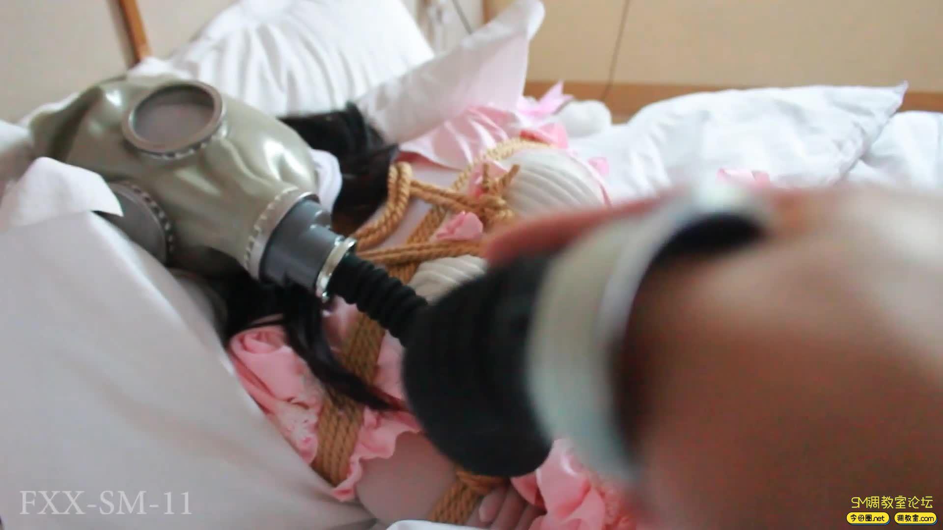 【FXX】年终巨献 lo娘 白丝连身袜  驷马震动全方位调教-视频截图7