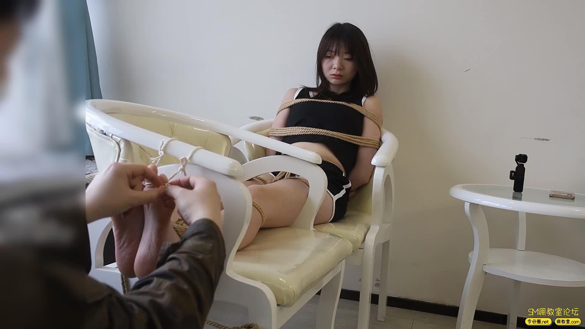心悦艺束_筱筱的老虎凳TK,十个脚趾都紧紧被绑缚-视频截图3