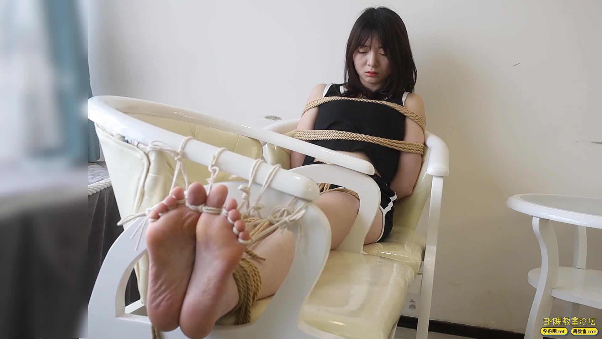 心悦艺束_筱筱的老虎凳TK,十个脚趾都紧紧被绑缚-视频截图4