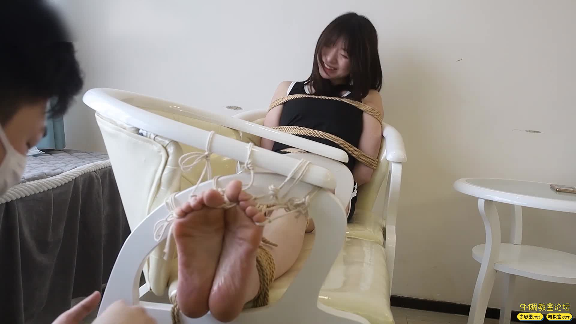 心悦艺束_筱筱的老虎凳TK,十个脚趾都紧紧被绑缚-视频截图6
