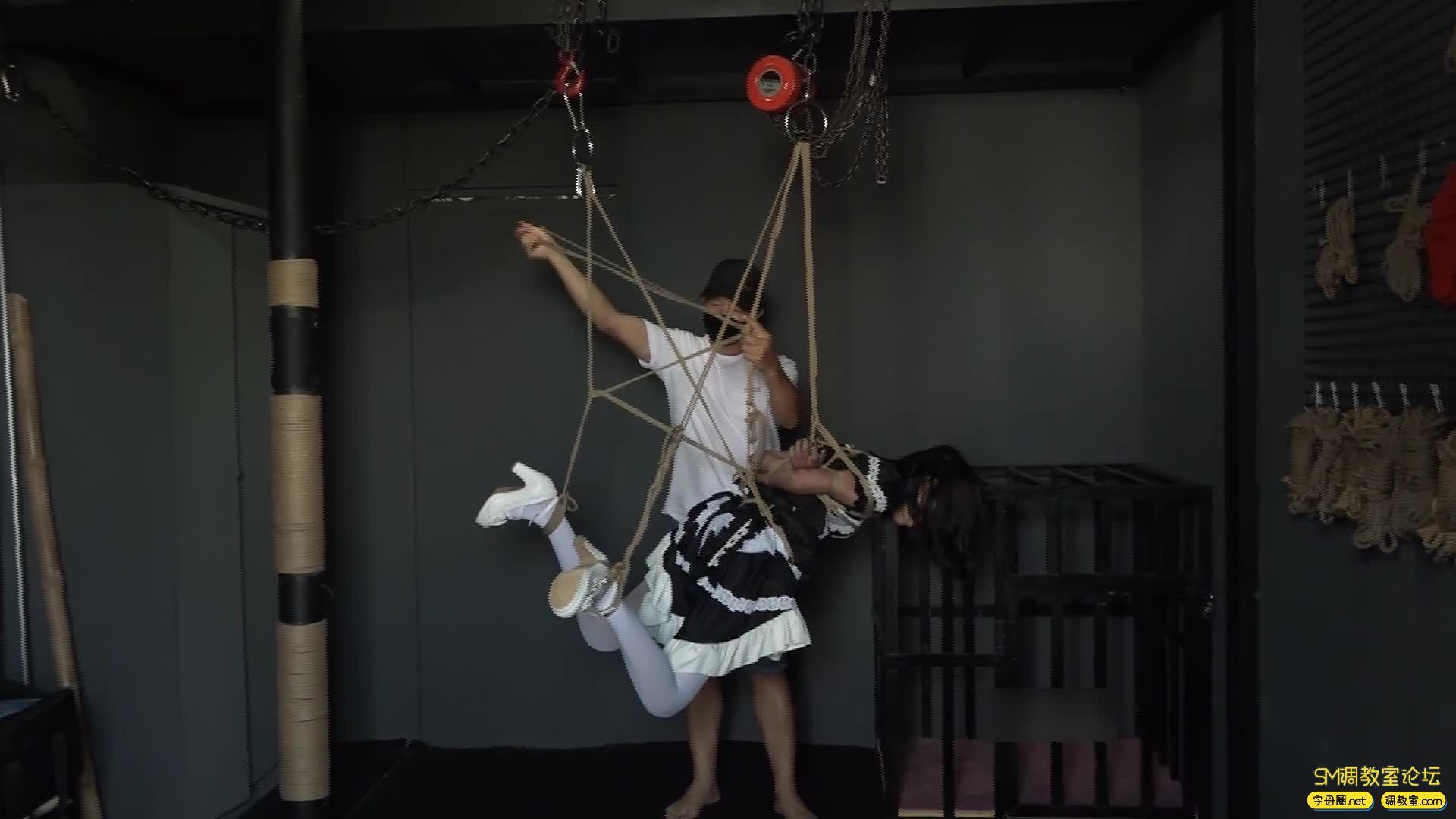 网友原创_女仆装白丝 捆绑 吊缚鞭打 口球堵嘴 蒙眼-视频截图8
