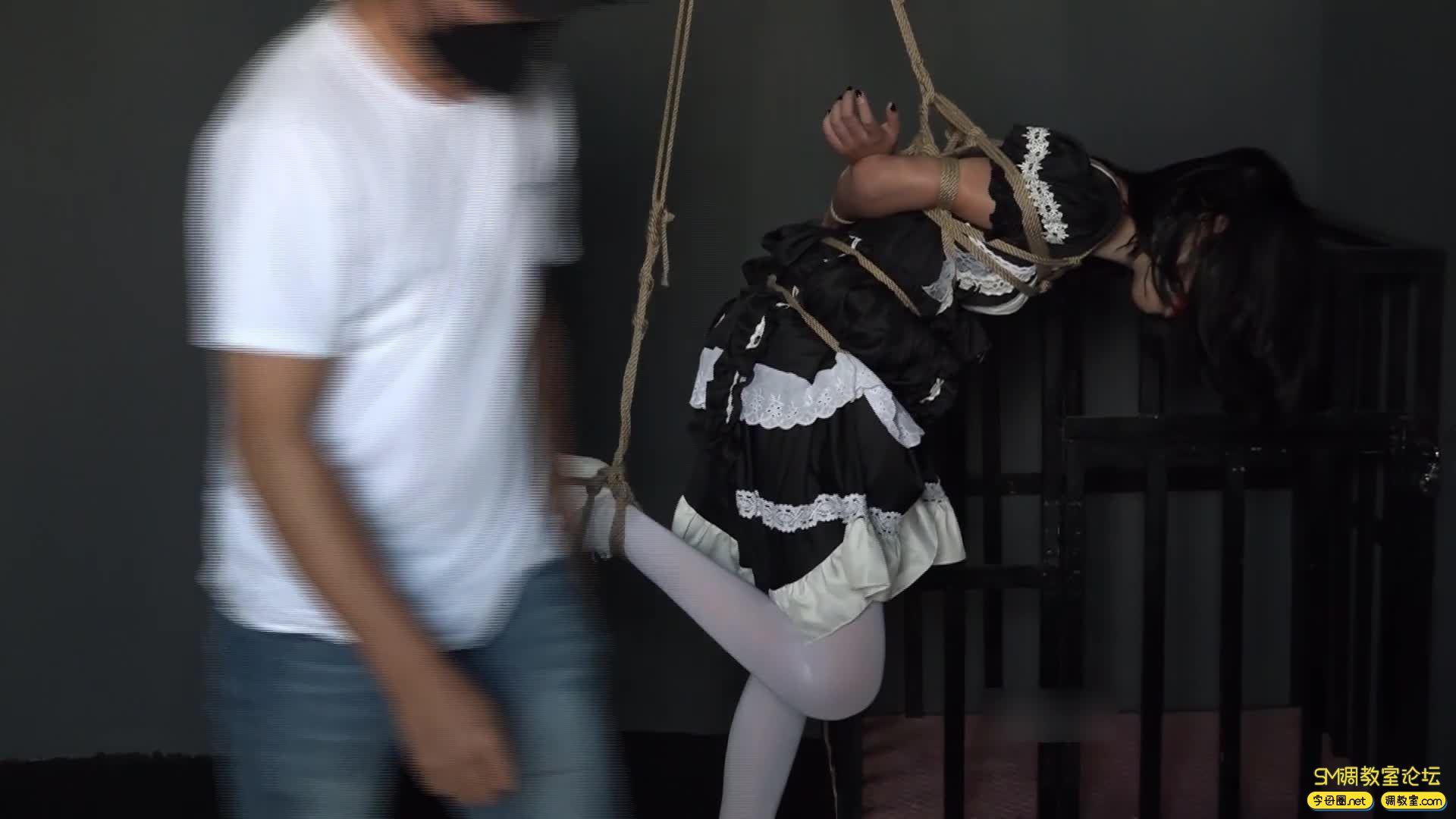 网友原创_女仆装白丝 捆绑 吊缚鞭打 口球堵嘴 蒙眼-视频截图7