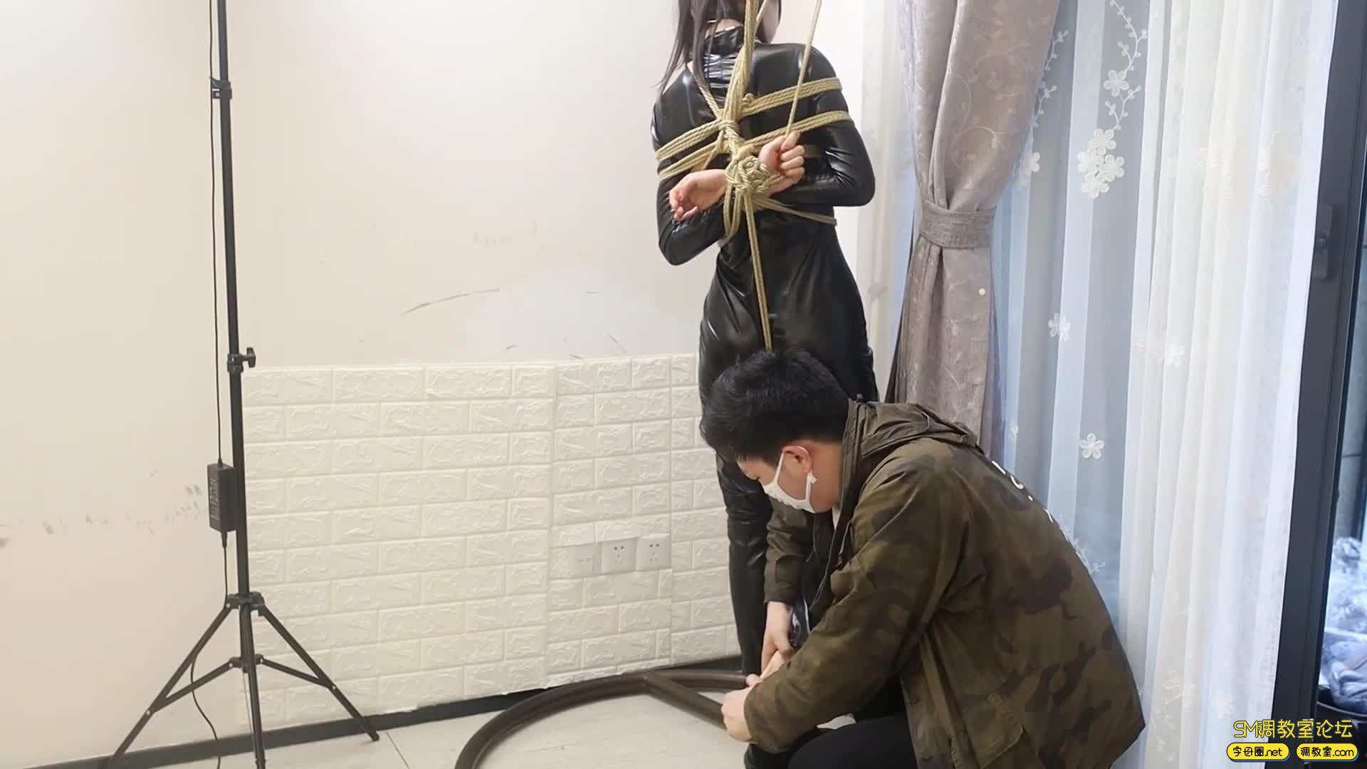 心悦艺束_雅雅小女王被奴隶迷晕了,被绑起来各种调教-视频截图5