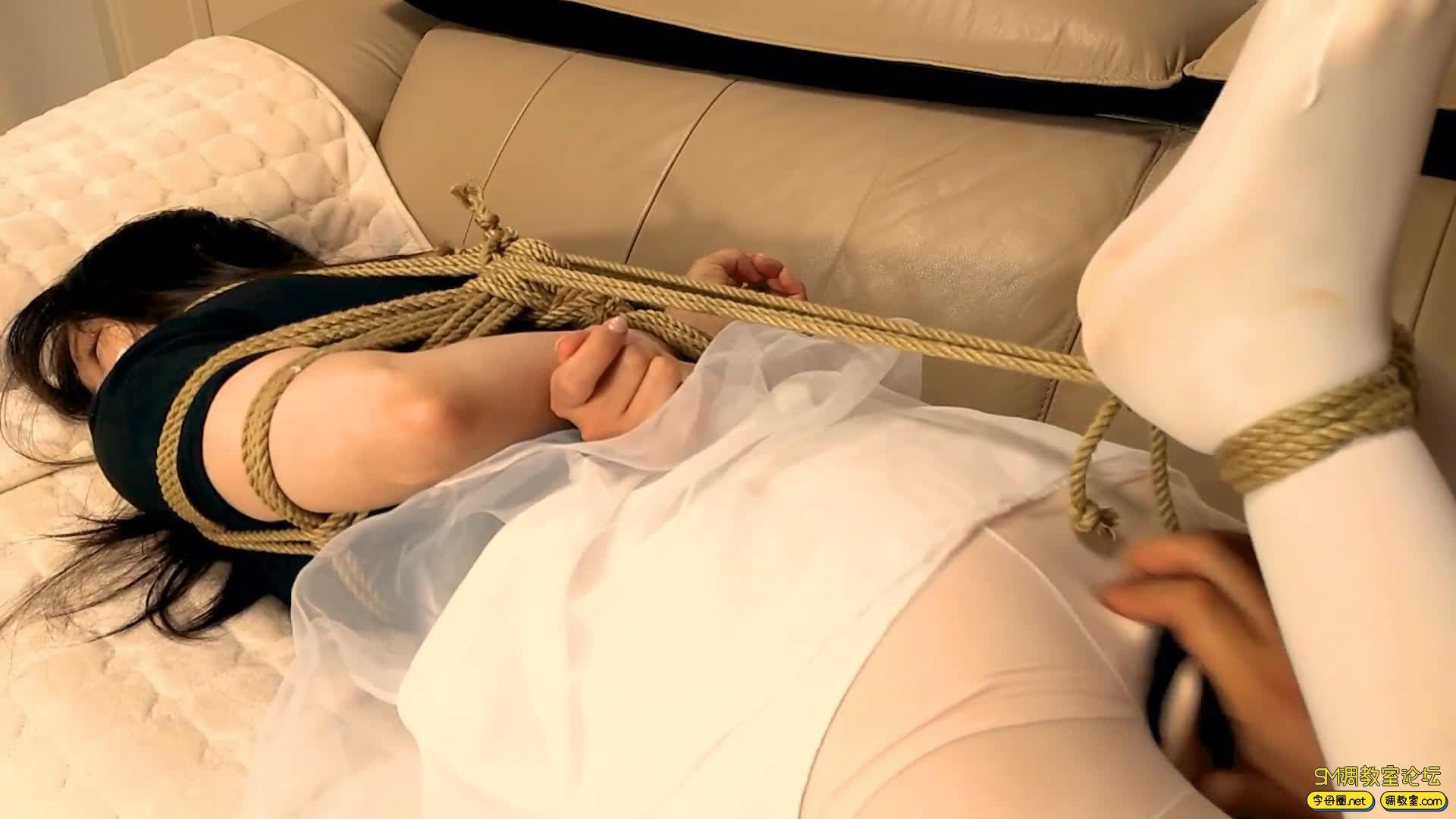 【旋律受虐记】全封闭头套+防毒面具+负压瓶 白丝驷马 M字开腿-视频截图8