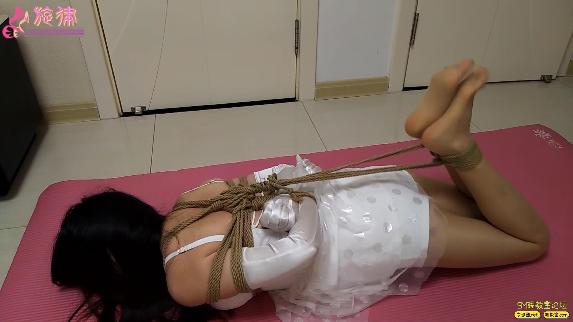 【旋律受虐记24】暴虐 肉丝驷马 一字钢枷白丝M字开腿-视频截图1