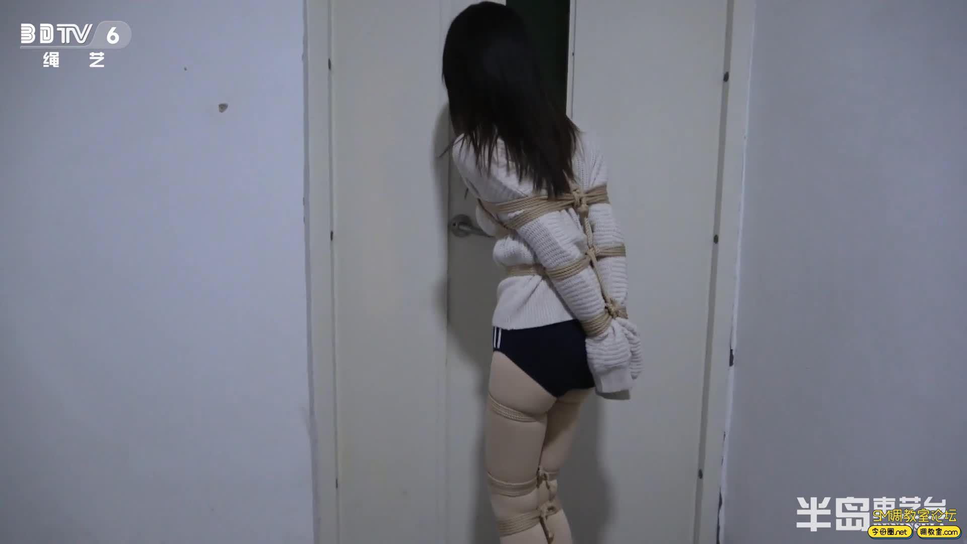 半岛束艺台_葡萄被坑进电梯独自下楼,一路狂跳回家-视频截图3