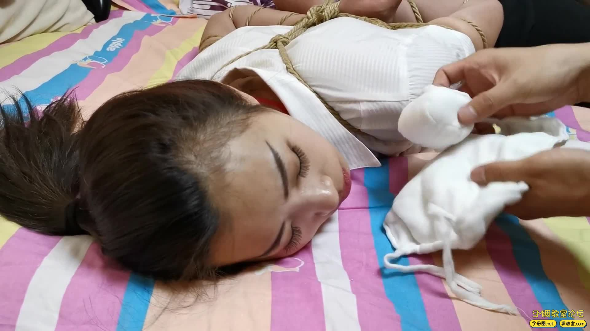 【JS】艾诺-白领装五花驷马 虐足 超大口塞式口罩 堵嘴-视频截图4