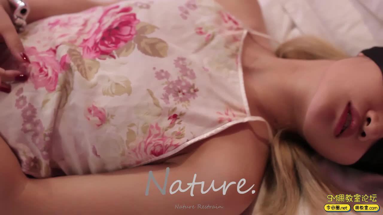 nature art_红唇肚兜镣铐,洁白胖次的诱惑-视频截图4