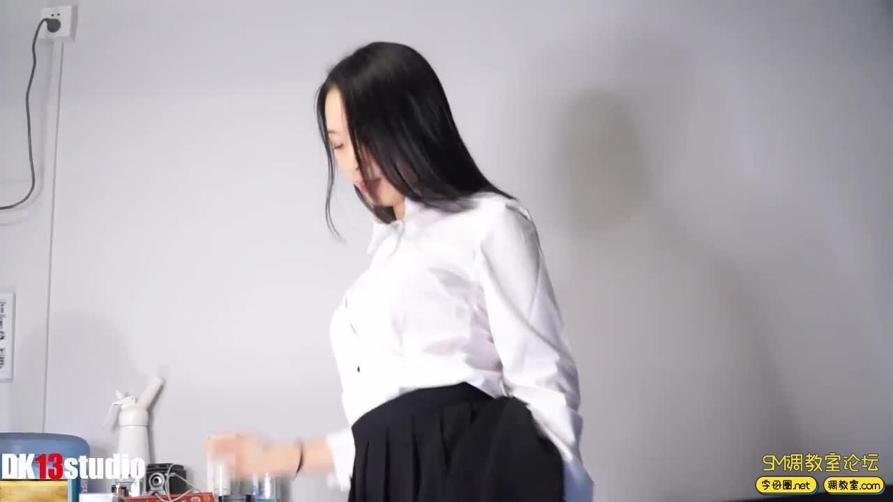 DK13-欣怡 宅男幻想曲-幻想同事篇!我对面的女同事,竟然让我这样-视频截图5
