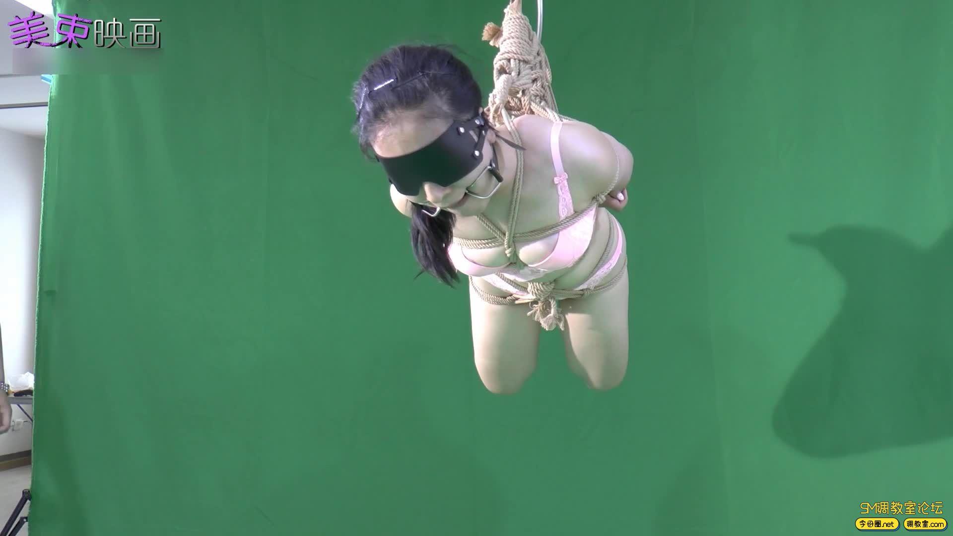 美束映画_00后嫩模再试绳艺  小萝莉的内衣吊缚 欧式驷马-视频截图2