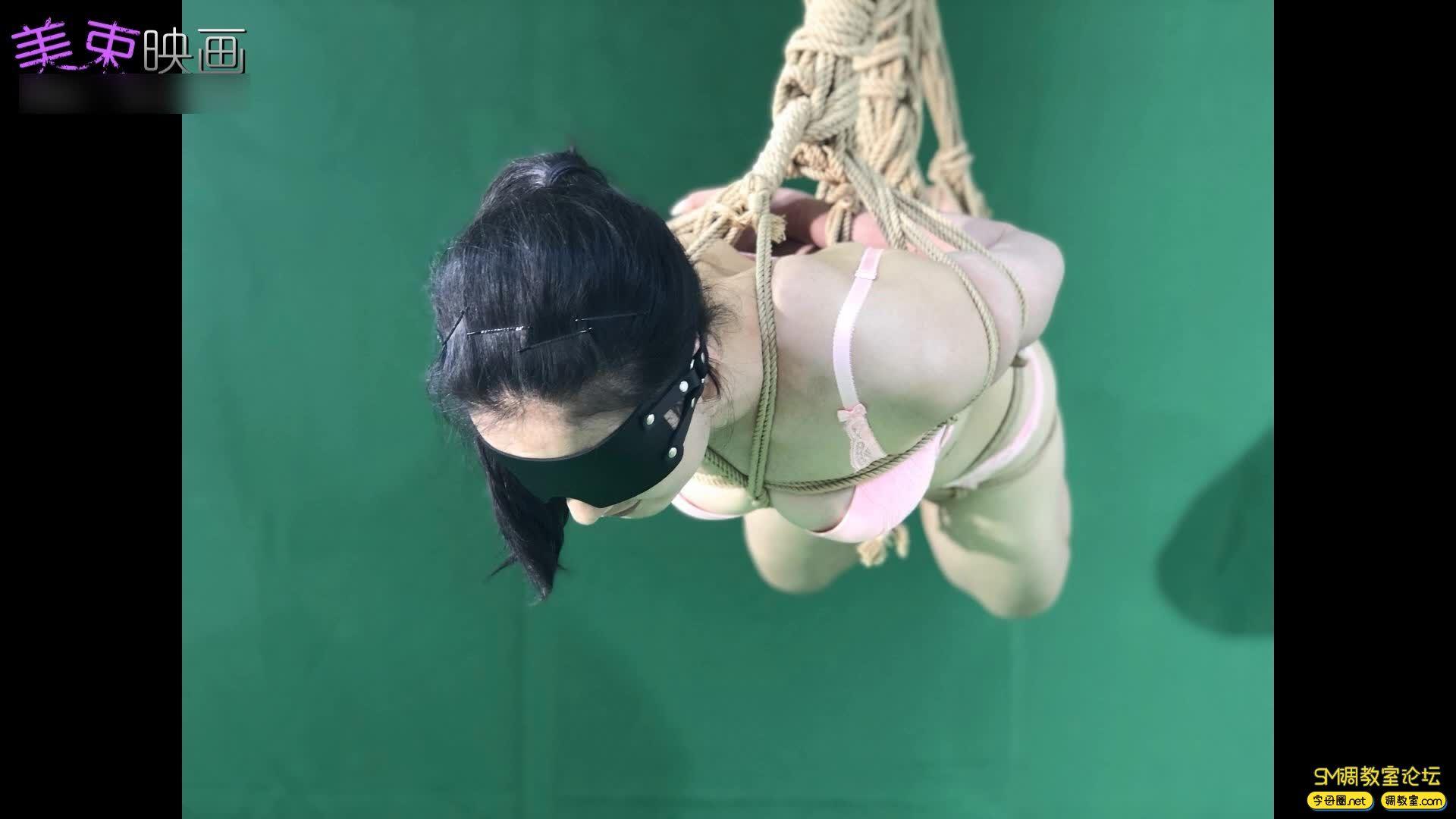 美束映画_00后嫩模再试绳艺  小萝莉的内衣吊缚 欧式驷马-视频截图1