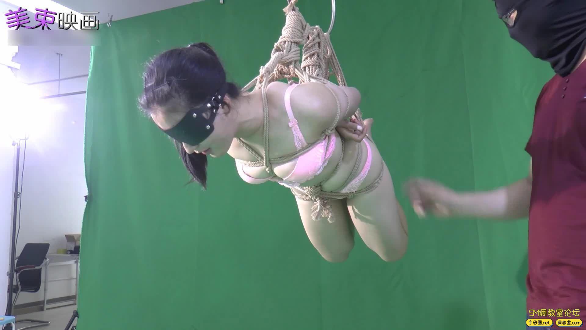 美束映画_00后嫩模再试绳艺  小萝莉的内衣吊缚 欧式驷马-视频截图4