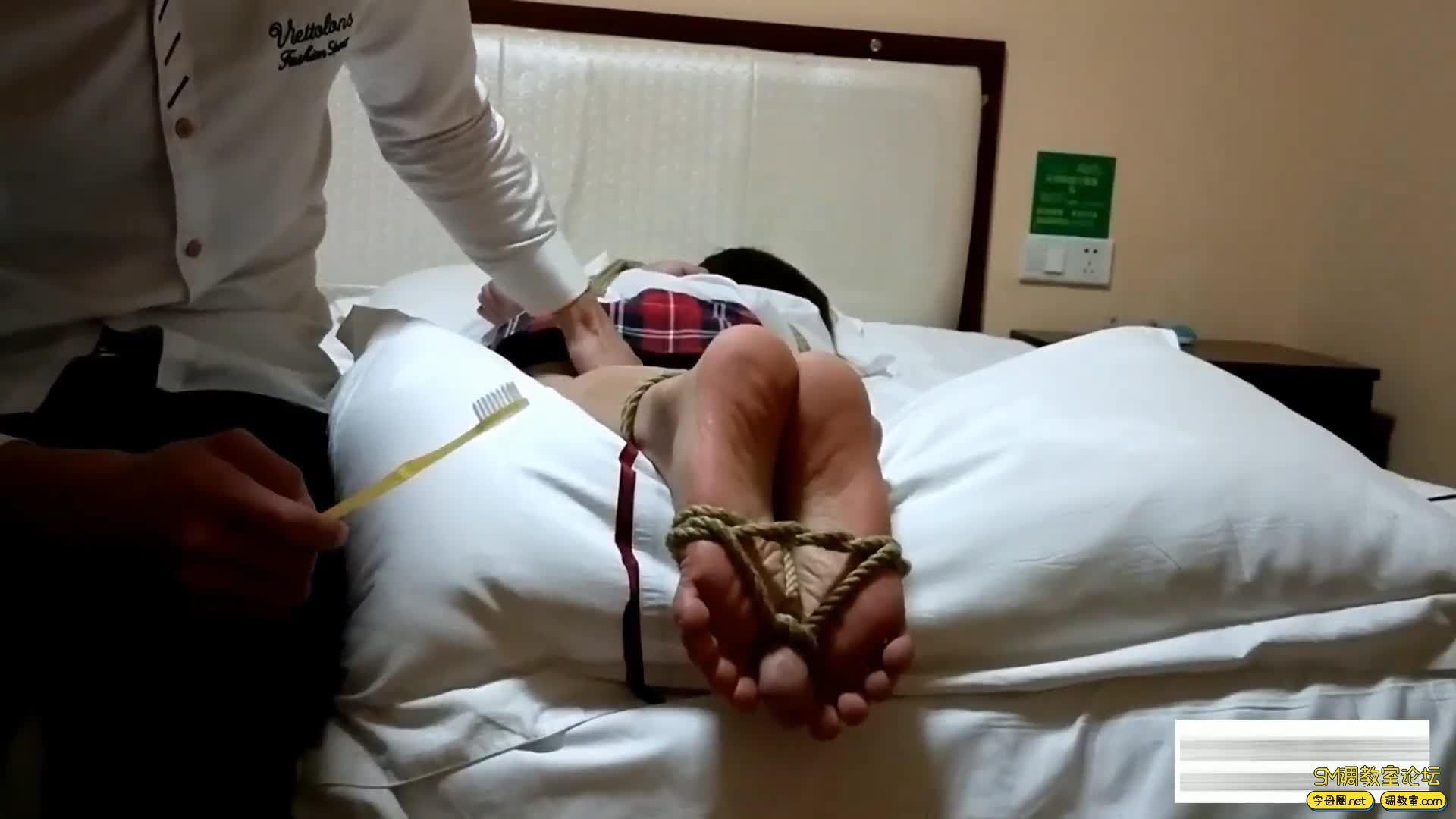 嗷大喵工作室_挠脚心的折磨 第六集-视频截图5