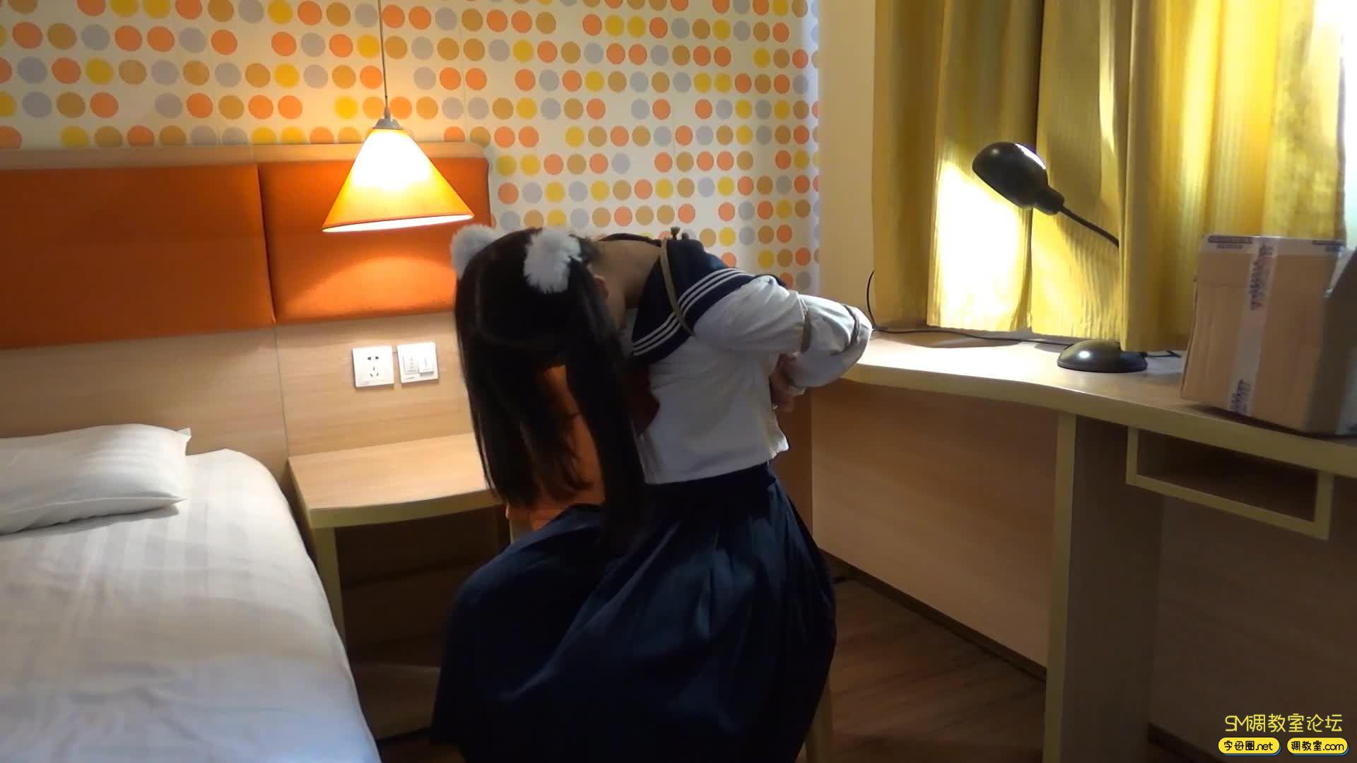 网友原创_第一次约拍,学生装捆绑逃脱-视频截图2