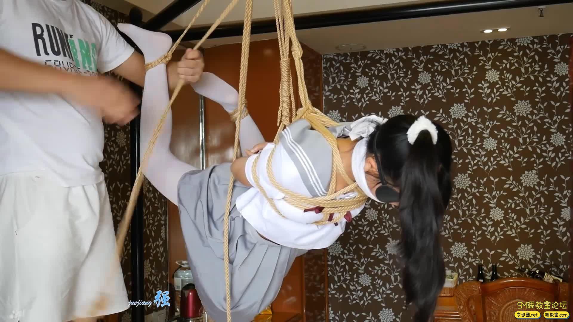 【小羽】 输了游戏可是要被吊起来的哦  白丝水手服吊缚-视频截图8