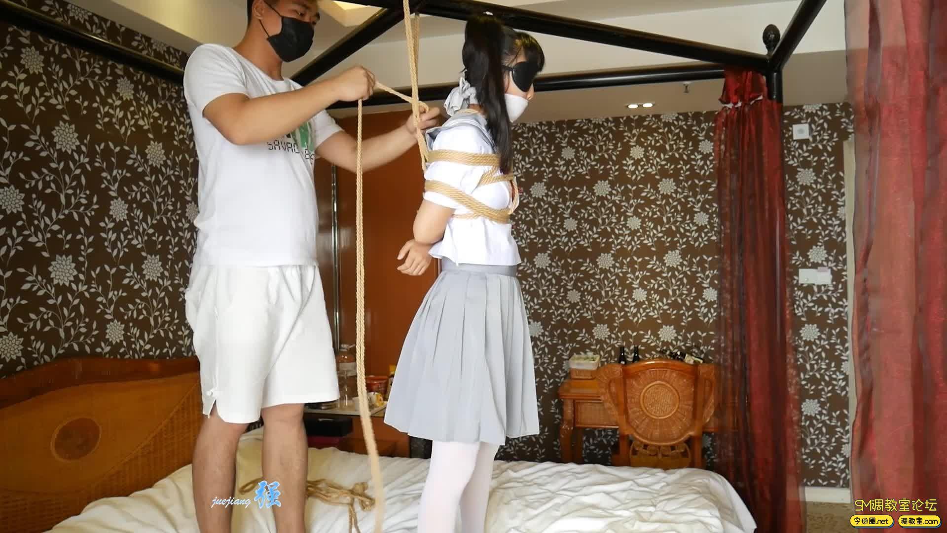 【小羽】 输了游戏可是要被吊起来的哦  白丝水手服吊缚-视频截图7