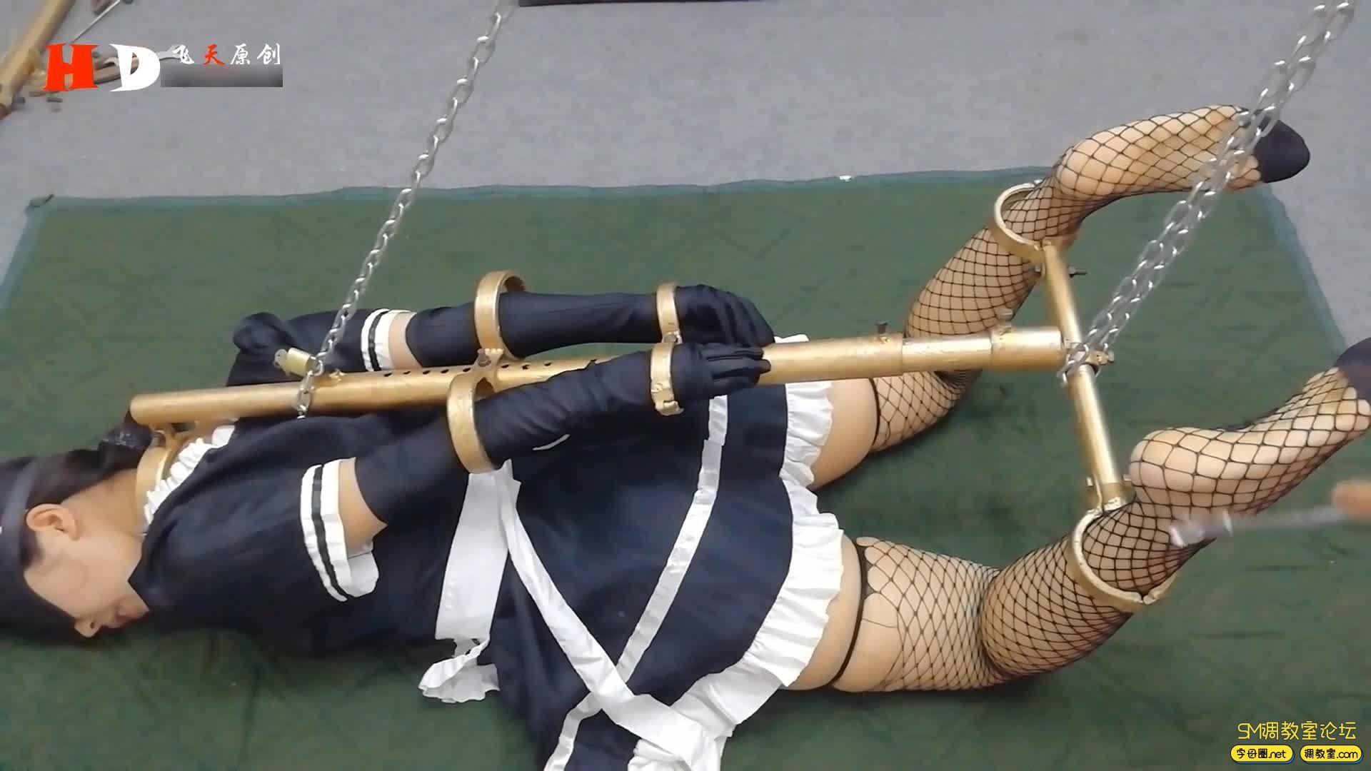 飞天原创_丁奇女仆装被囚铁笼 驷马架 K9金属架固定-视频截图1
