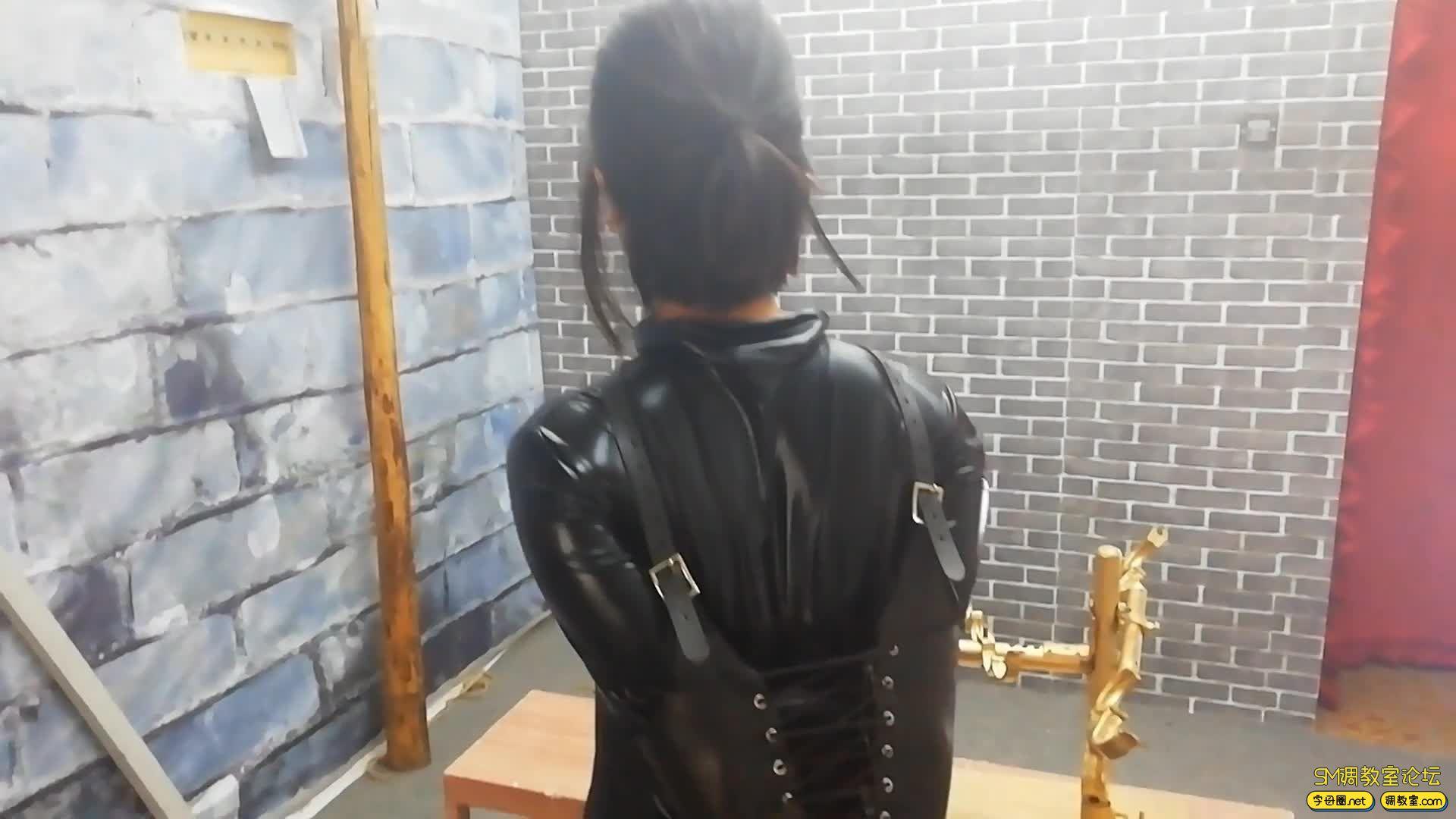 飞天原创_丁奇女仆装被囚铁笼 驷马架 K9金属架固定-视频截图6