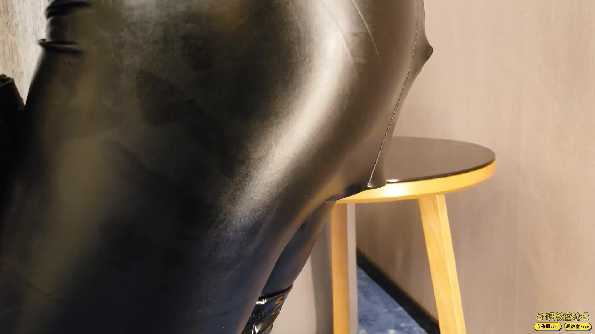 曼陀罗工作室_皮革拘束皮衣皮裤女M 单手套,狗掌手套拘束-视频截图7
