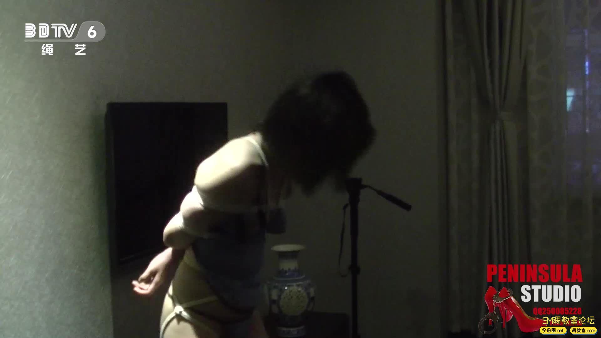 半岛束艺台_浴池激情前传:性感肚兜大美腿蛇缚-视频截图2