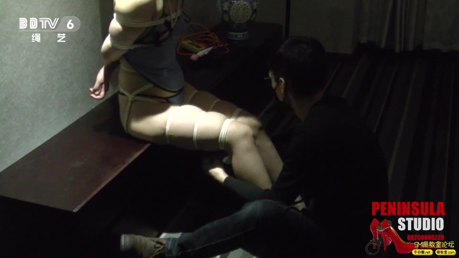 半岛束艺台_浴池激情前传:性感肚兜大美腿蛇缚-视频截图3