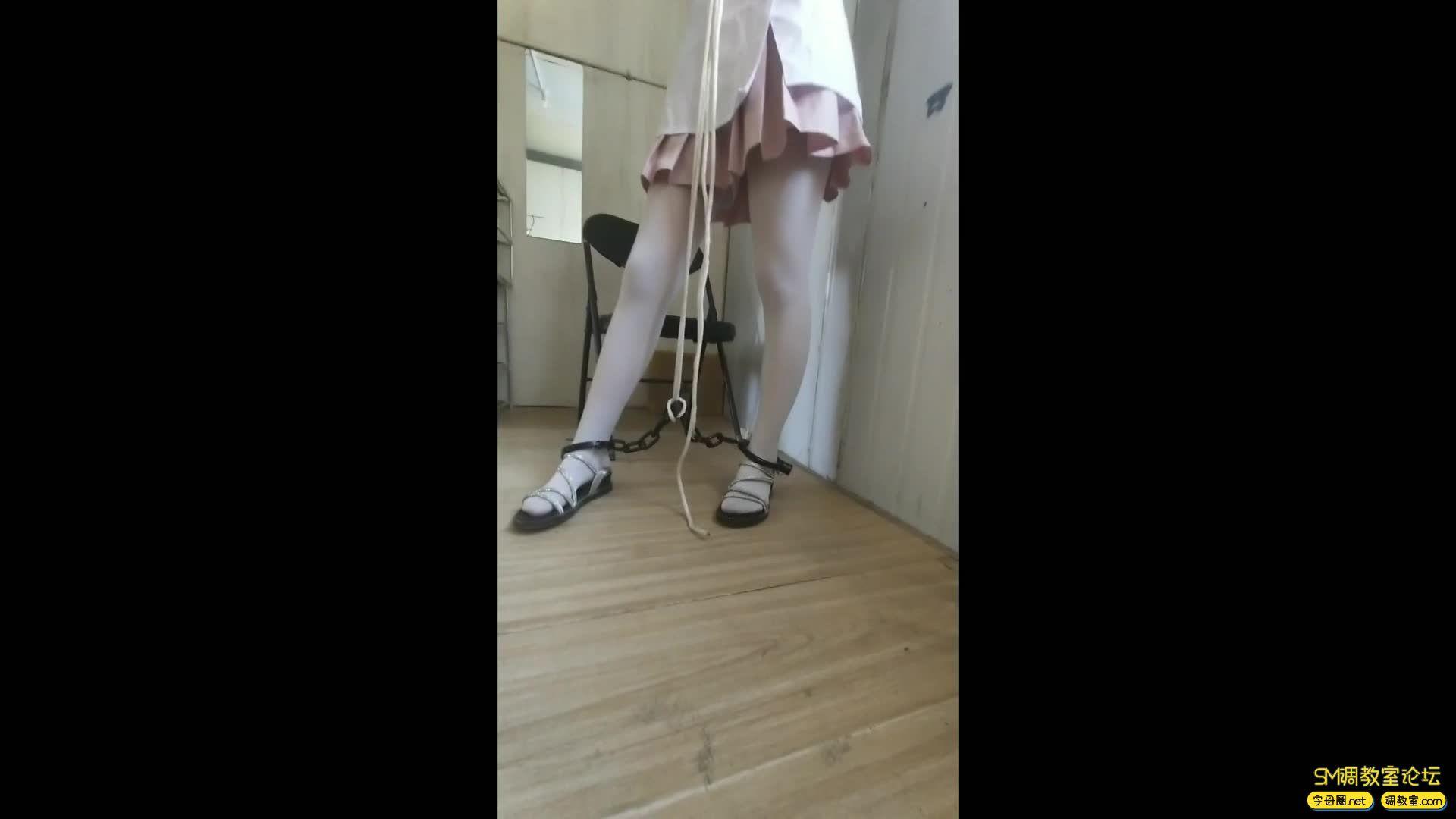 西部猎人_萝莉妹子粉色短裙 白丝镣铐-视频截图8