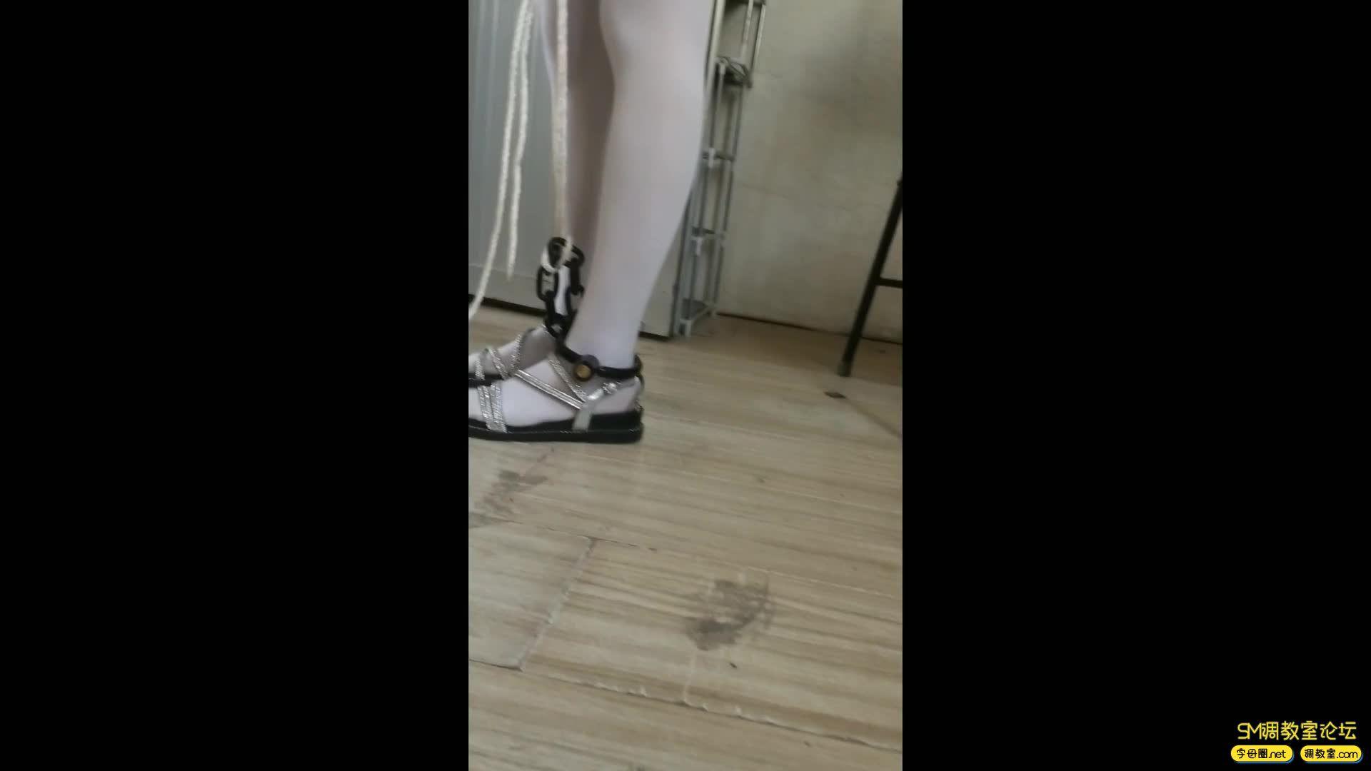 西部猎人_萝莉妹子粉色短裙 白丝镣铐-视频截图7