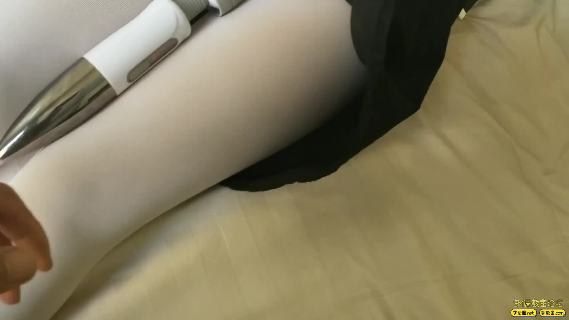 西部猎人_白丝萝莉,手铐脚镣  自己嗨-视频截图5