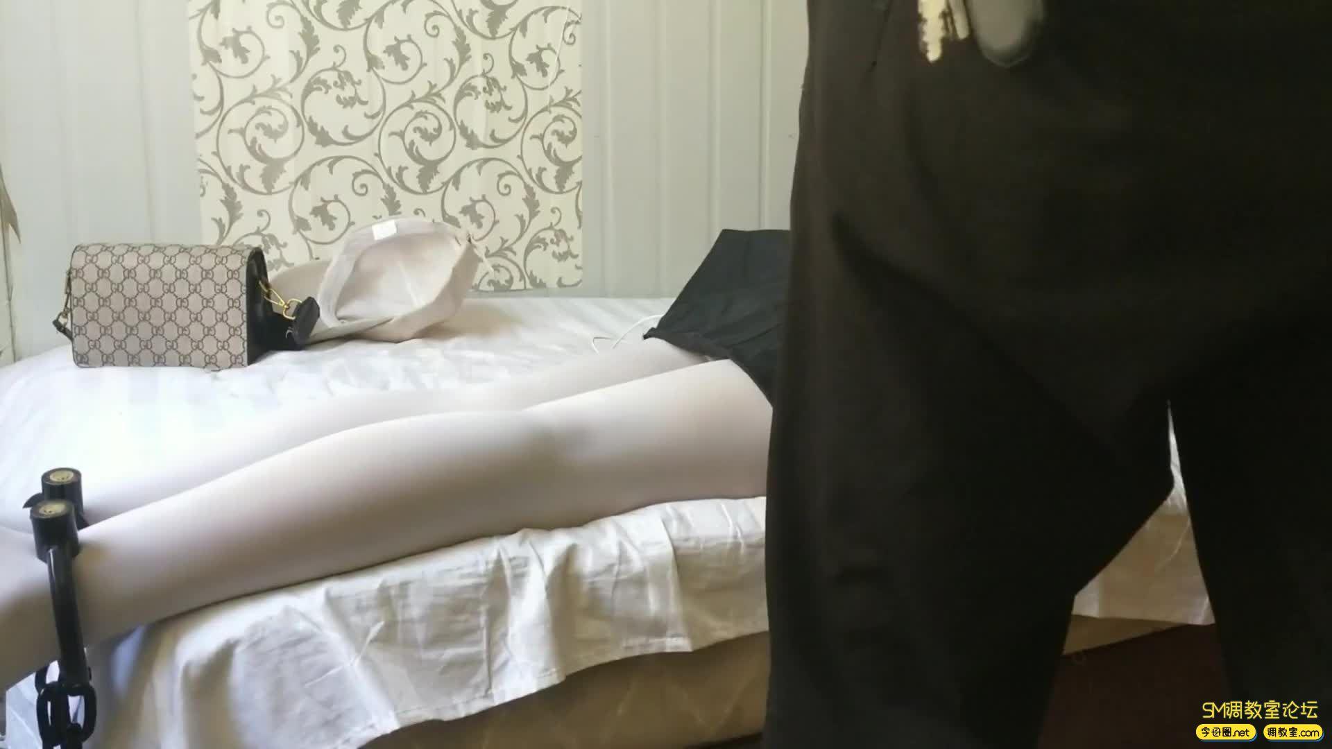 西部猎人_白丝萝莉,手铐脚镣  自己嗨-视频截图1