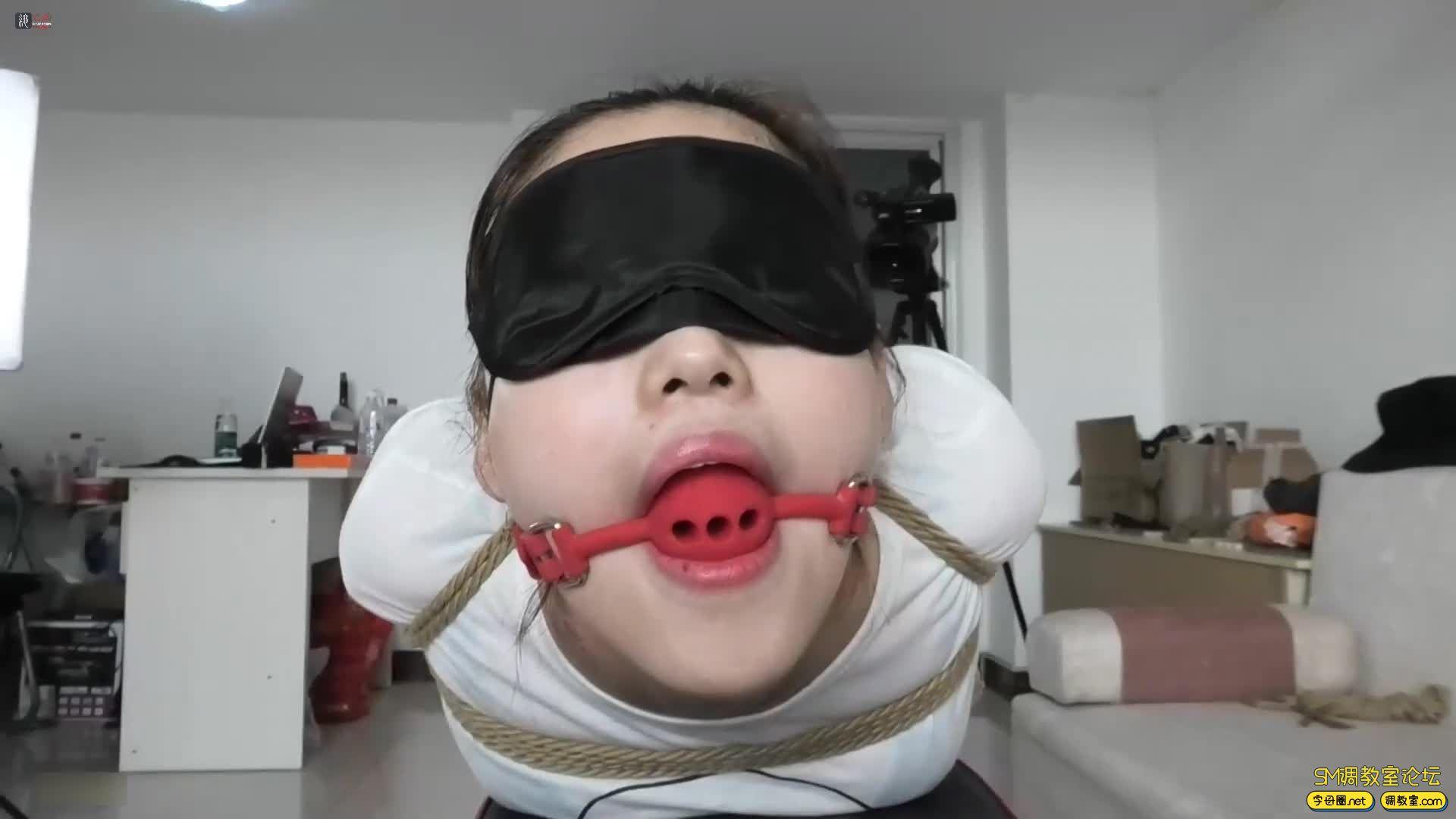 绳之韵_小萝莉灵儿新作 职业装黑丝 后手观音缚 驷马-视频截图4