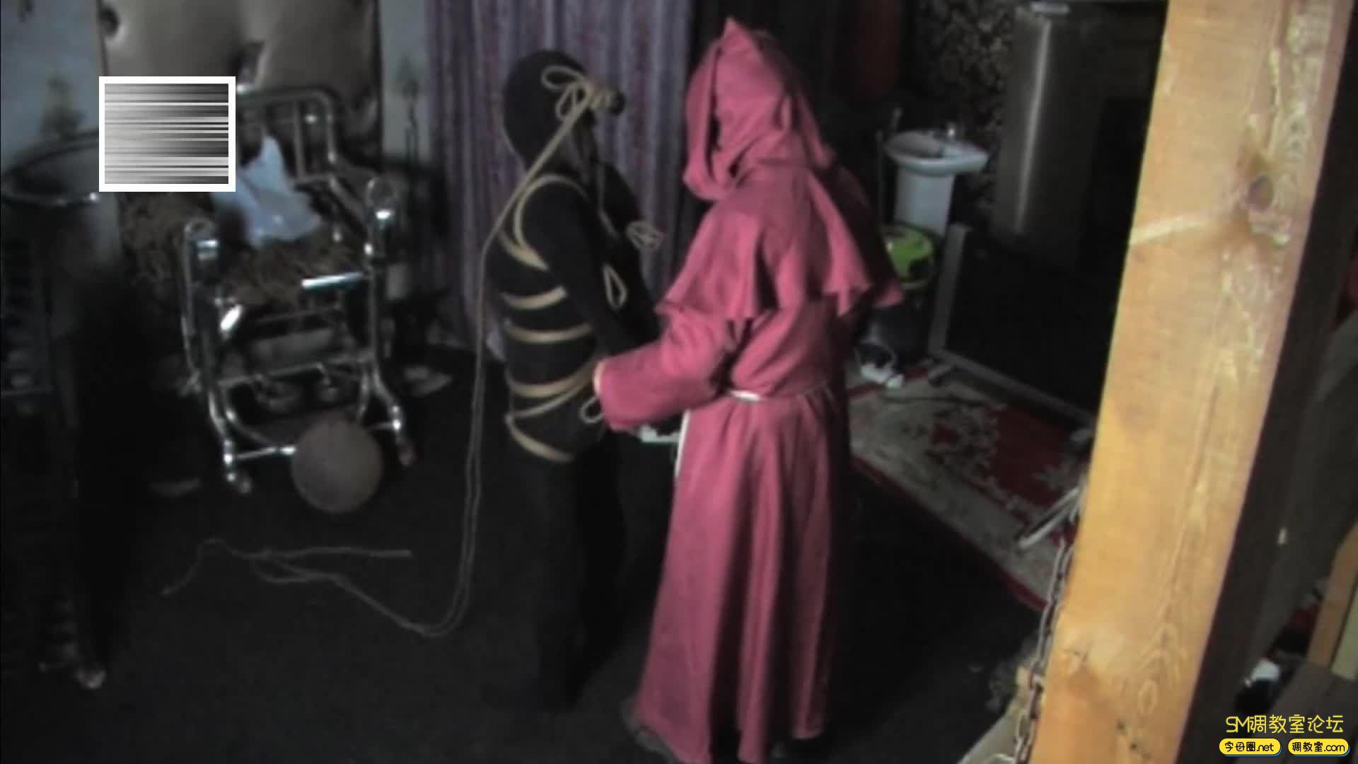 禅狱工作室_D乳黑衣女吊缚鞭打-视频截图4