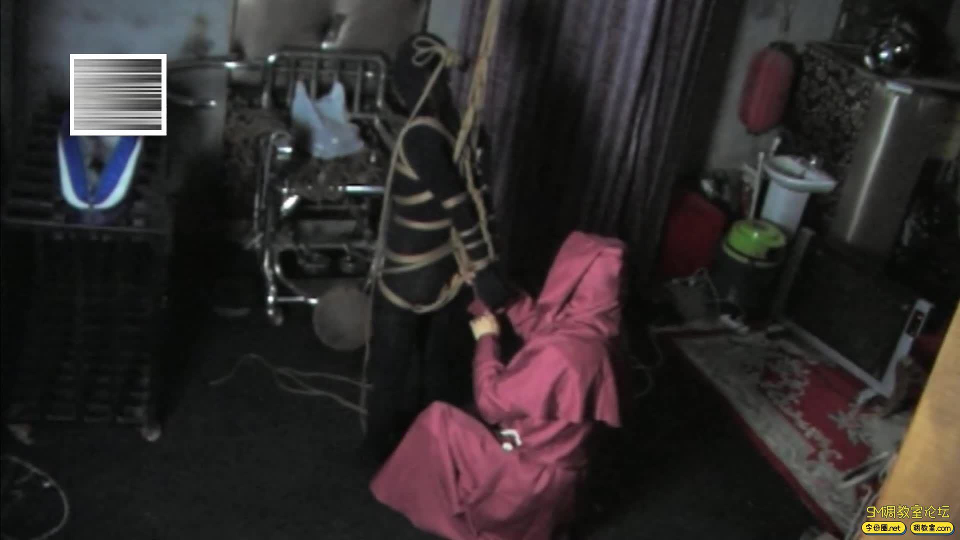 禅狱工作室_D乳黑衣女吊缚鞭打-视频截图6