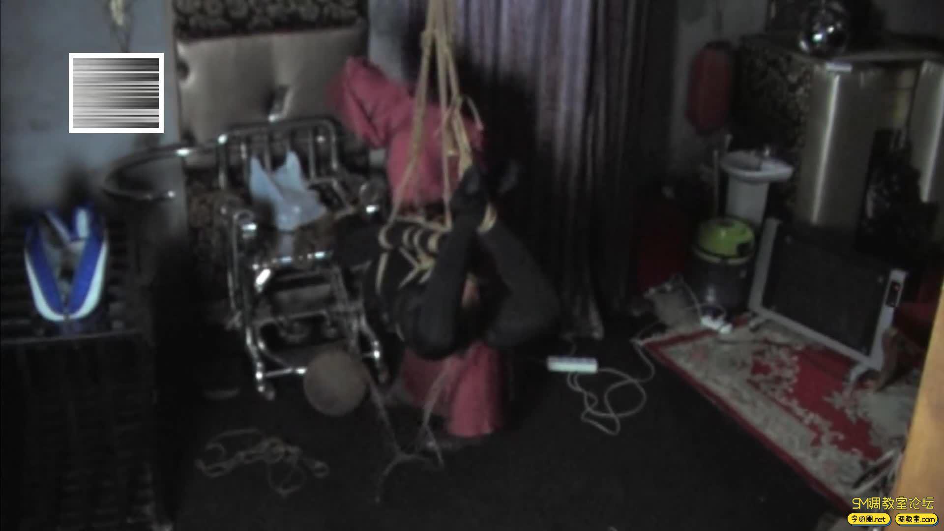 禅狱工作室_D乳黑衣女吊缚鞭打-视频截图7
