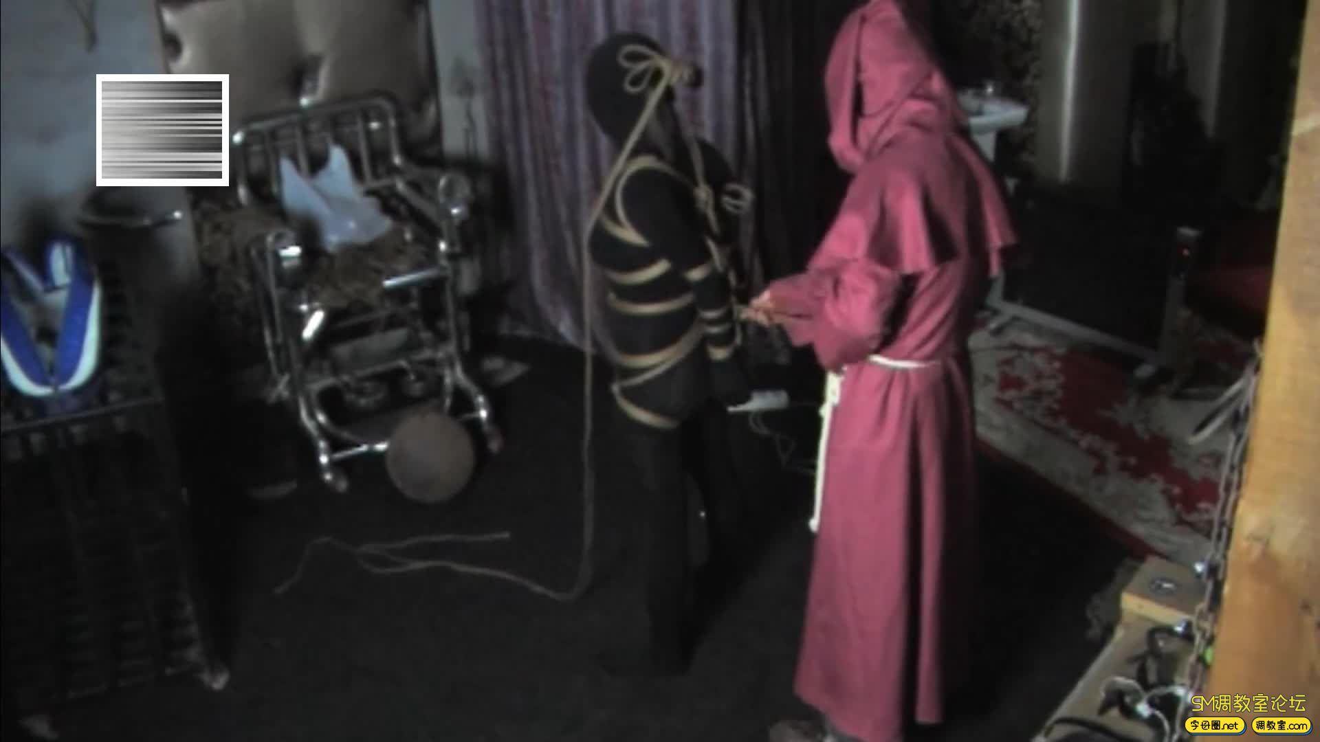 禅狱工作室_D乳黑衣女吊缚鞭打-视频截图5