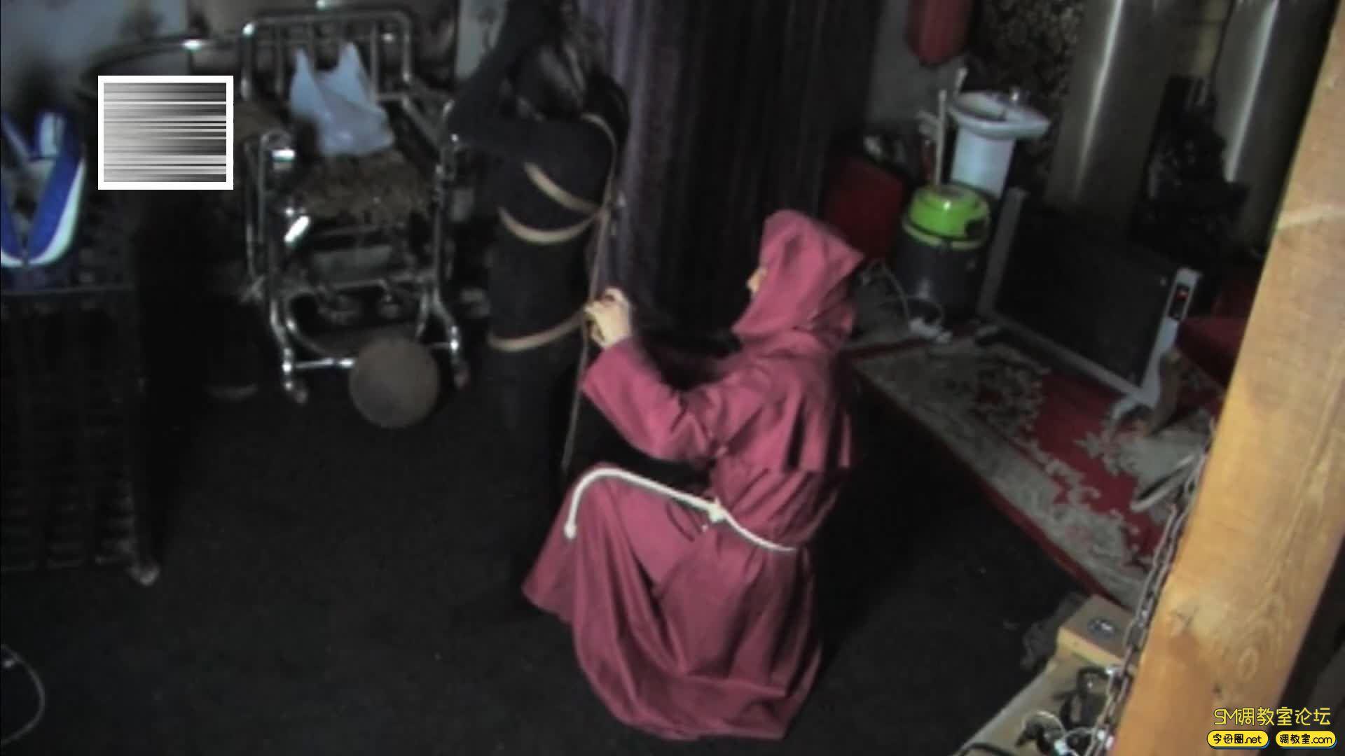 禅狱工作室_D乳黑衣女吊缚鞭打-视频截图1