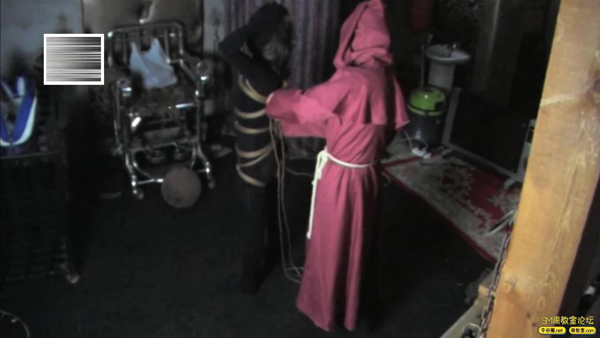 禅狱工作室_D乳黑衣女吊缚鞭打-视频截图3