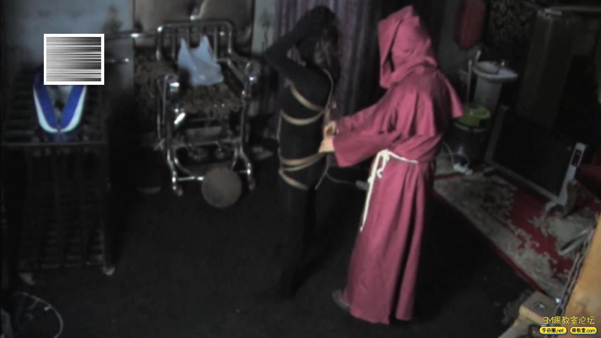 禅狱工作室_D乳黑衣女吊缚鞭打-视频截图2